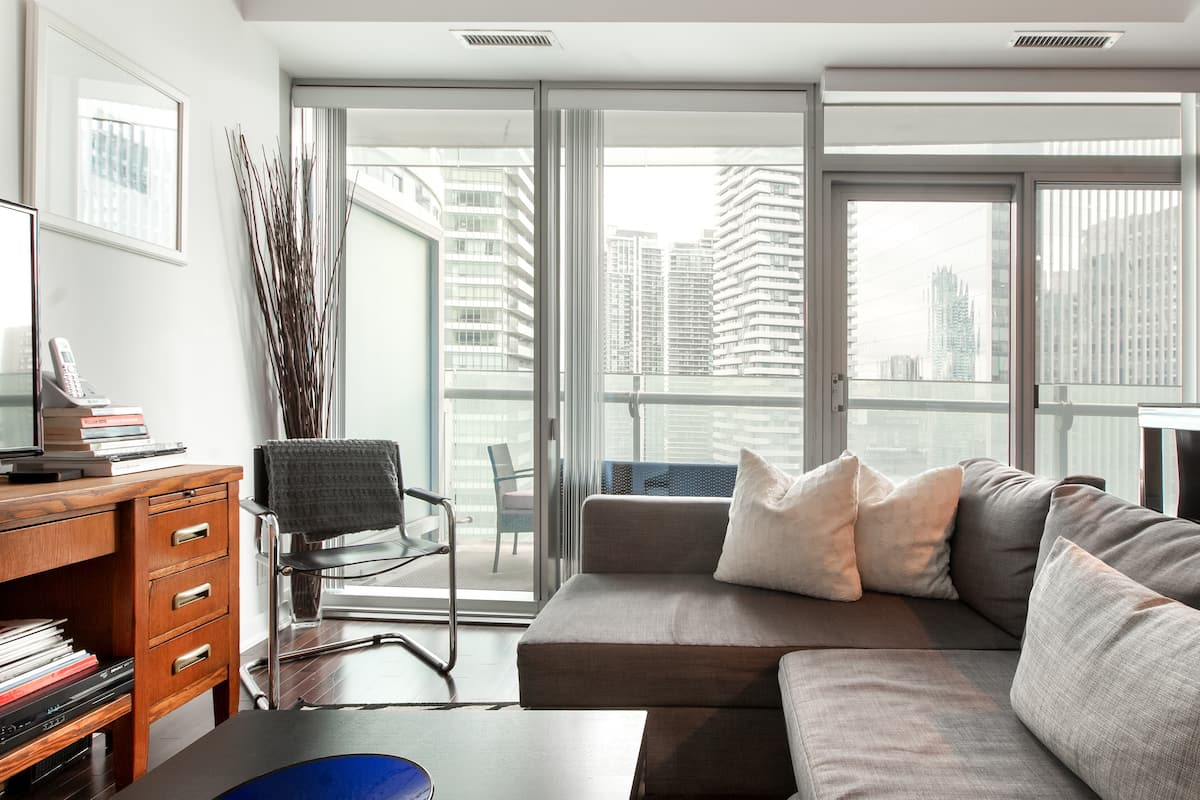 Walk to Sports and Entertainment from a Central Apartment