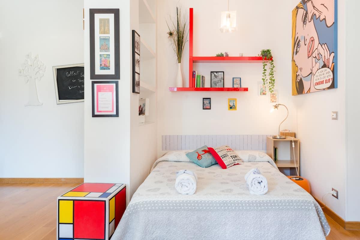 Appartamento Arredato con Allegria e Colore vicino a San Giovanni