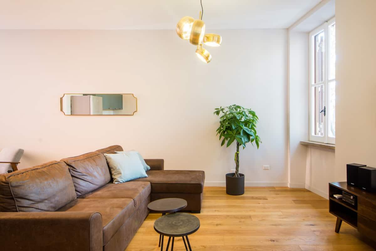Open-Plan Tiber River View Loft Apartment