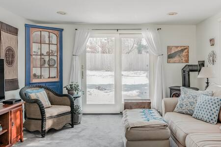 Peaceful, Private Studio Apartment near Crescent Beach