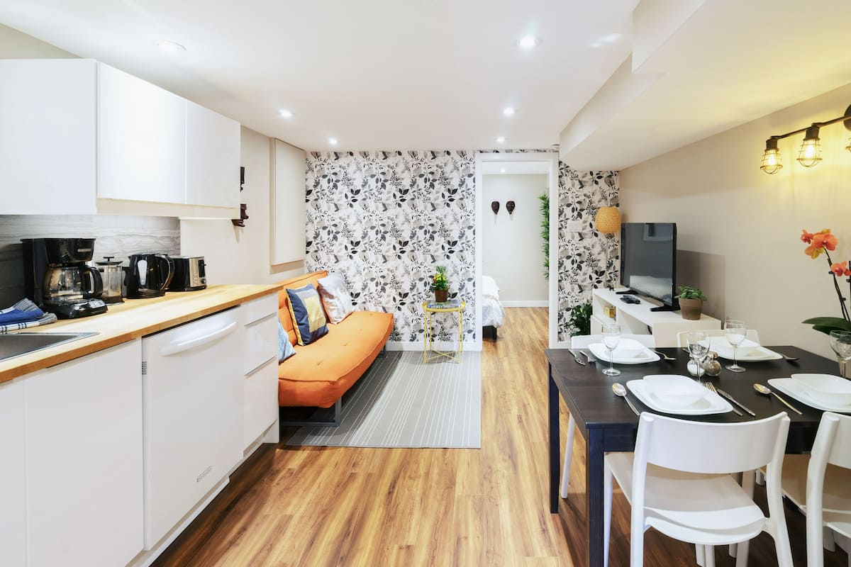 Stay in a Clean, Cosy and Modern Apartment