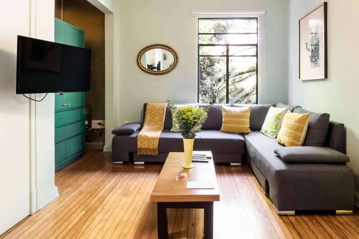 Relájate en un apartamento Art Deco rodeado de verde en Av. Amsterdam, Hipódromo