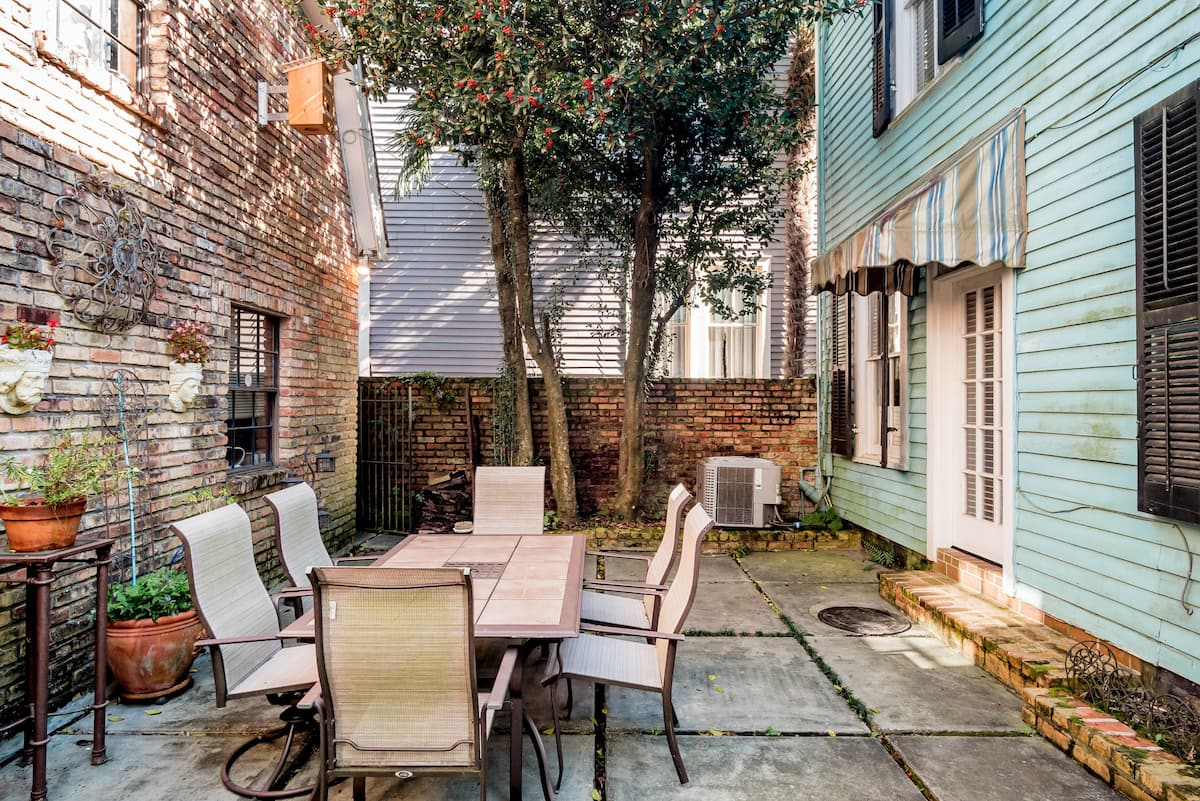 Charming Uptown Cottage a Block from St. Charles Ave