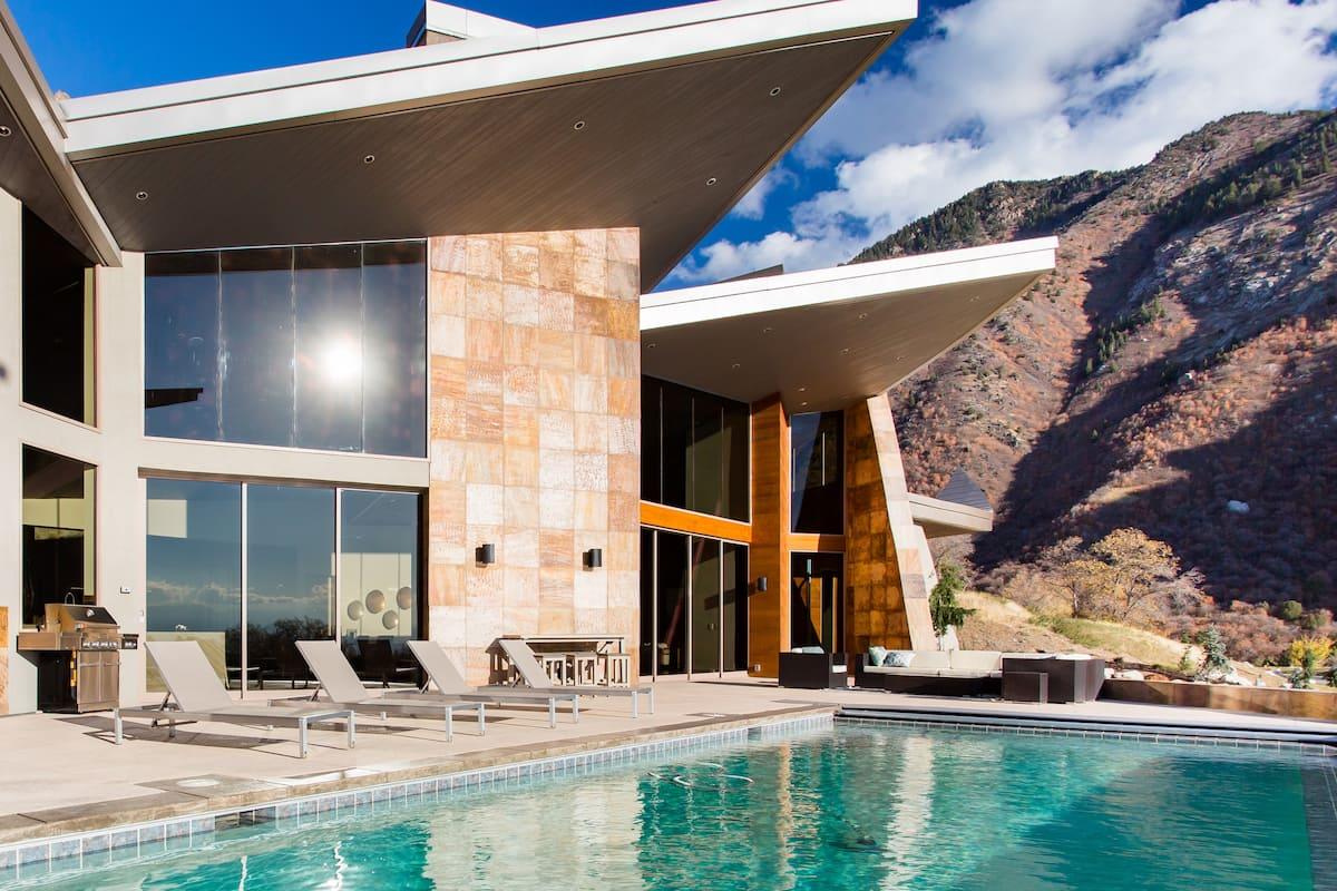 Breathtaking Designer Mountain Retreat.