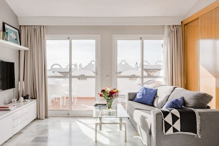 Chic, Sunny and Arty Getaway with Ocean Views