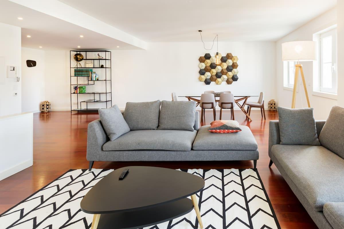 The Marquis -Curated Designer Apartment near Beach