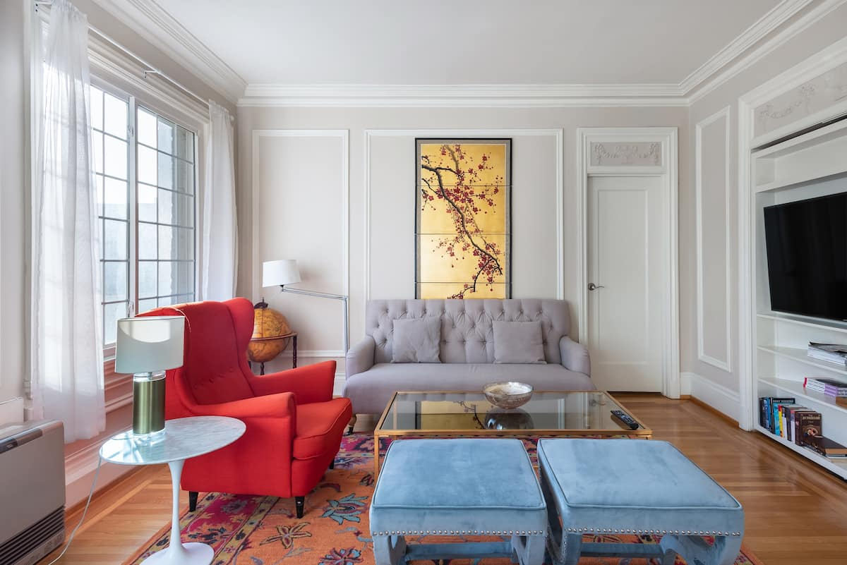 Unwind in the Orient-Inspired Lounge with Elegant Molding
