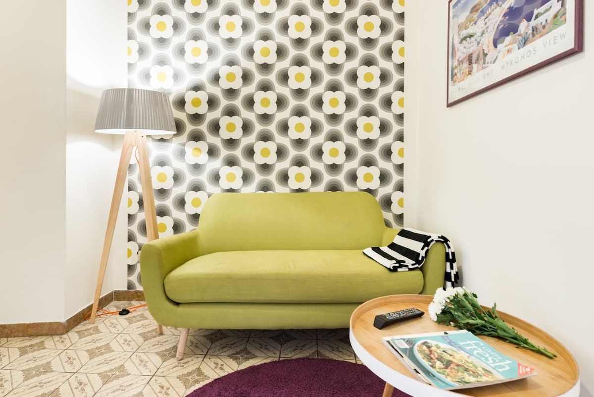 Colorful Apartment in Relaxing Point of Trastevere District