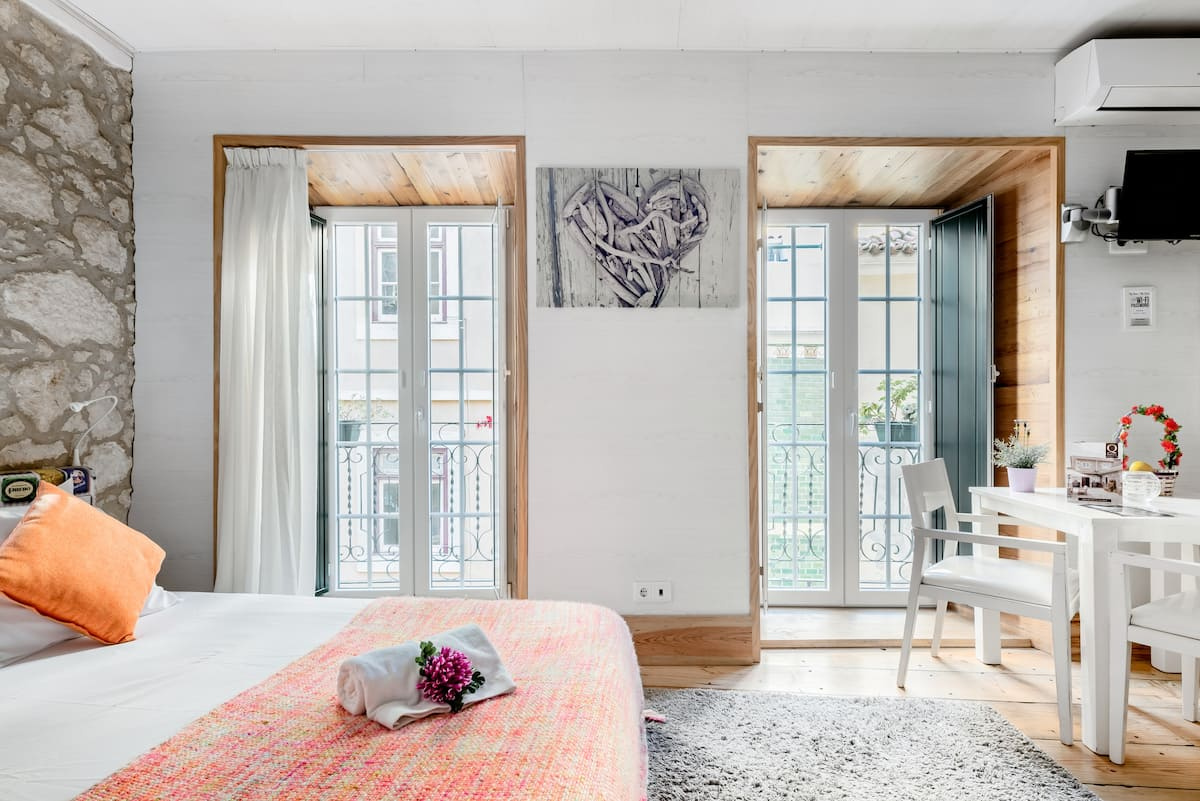 Explore o coração de Lisboa a partir deste apartamento artsy no Bairro Alto