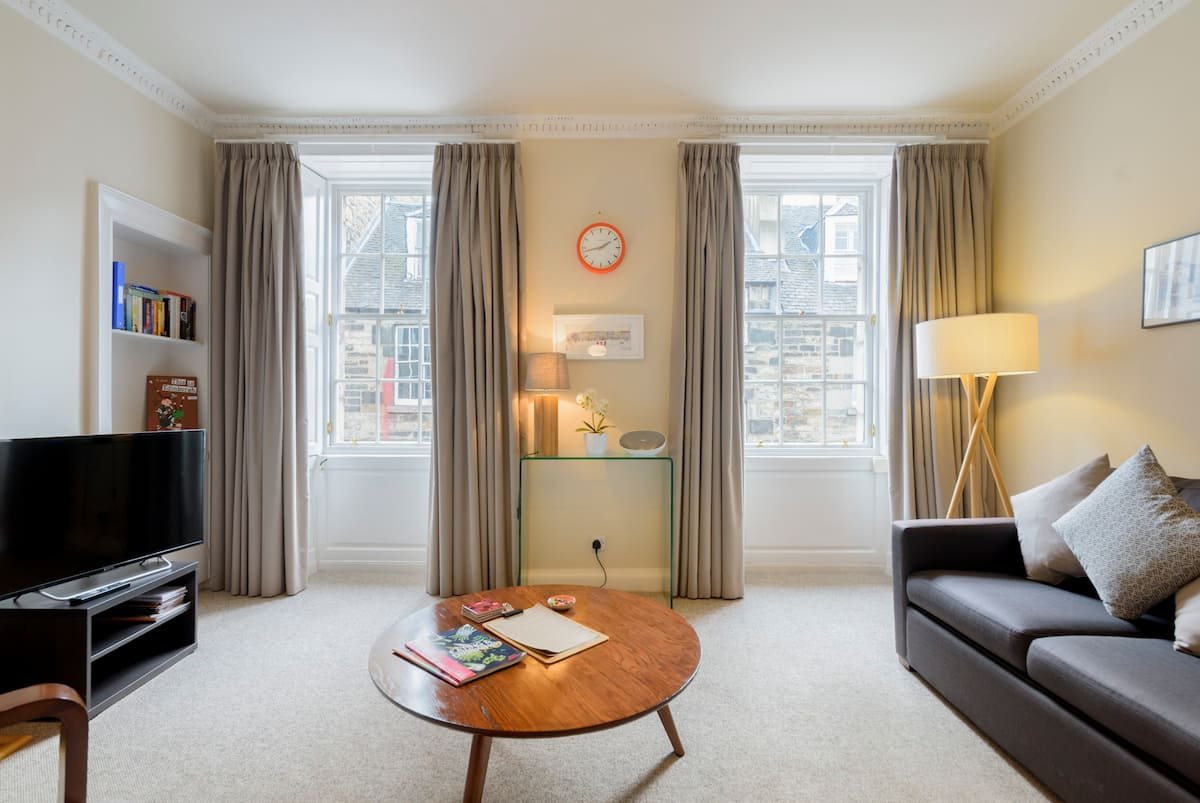 Relax in a Bright, Stylish City Centre Apartment