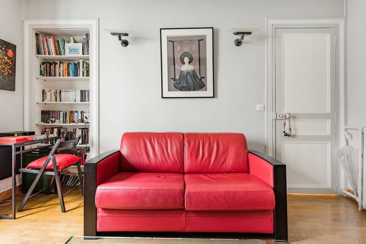 Live like a Parisian in a Pedestrian Alley Zen Apartment