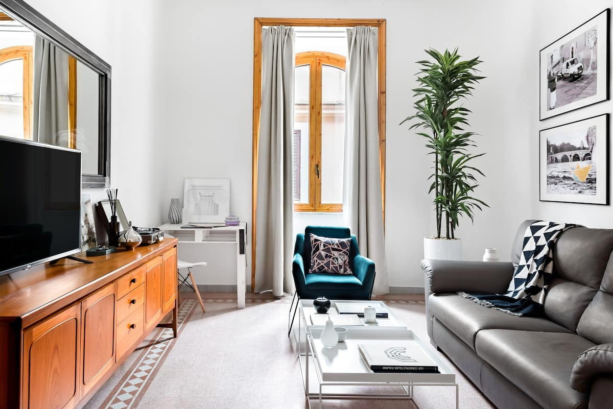 Live Like a Local in an Artful Apartment near the Colosseum