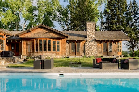 Rocky Mountain Ranch House with Pool or Hot Tub