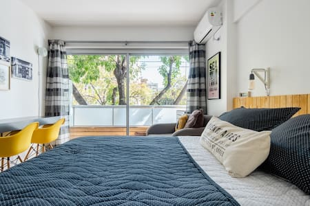 Light-Filled Studio in Heart of Palermo Hollywood