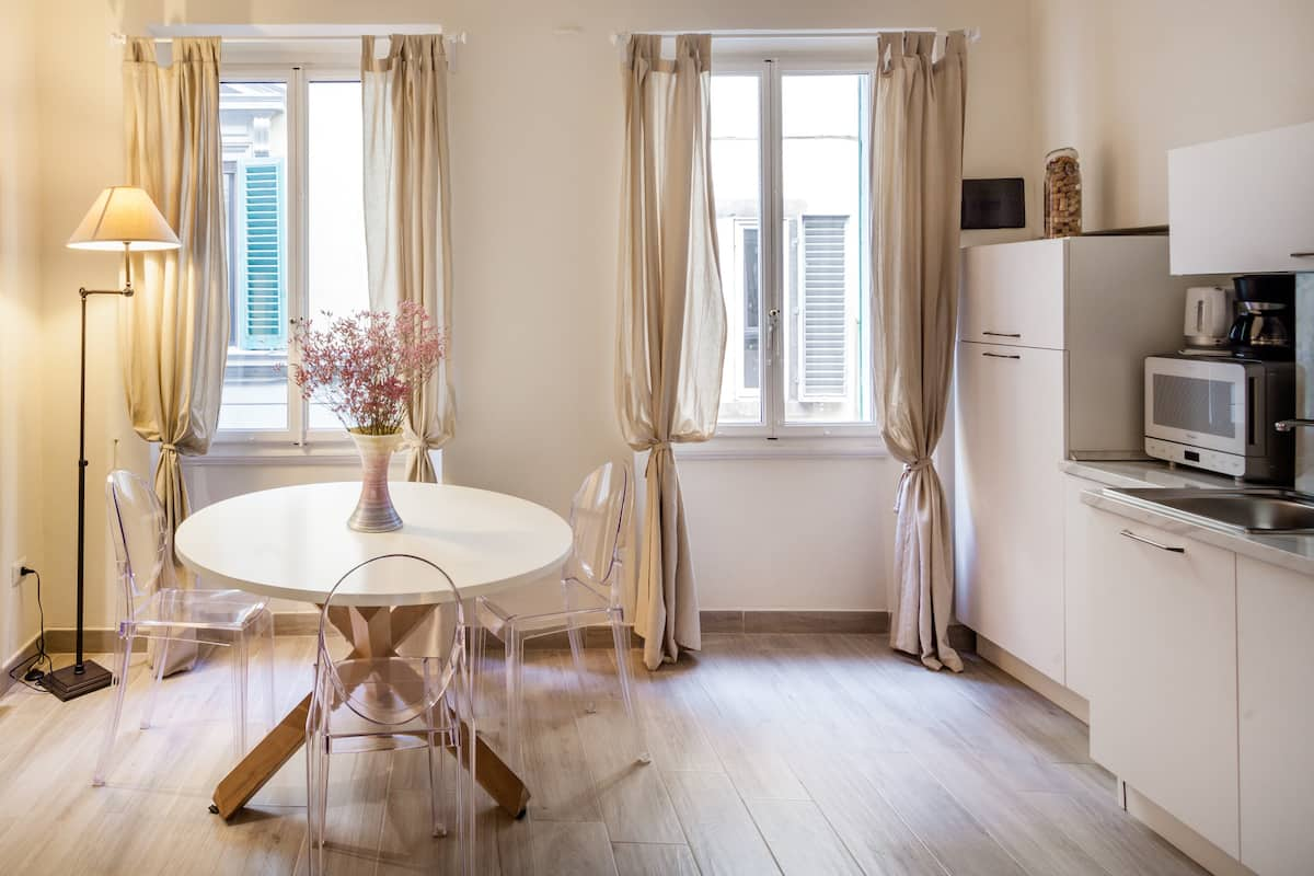 A few steps from Duomo and train station, bright and quiet apartment