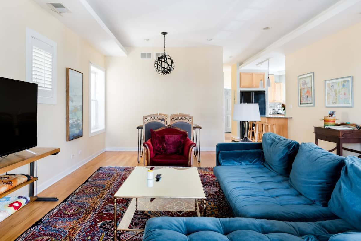 Uptown/Andersonville Quiet, Charming Condo