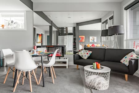 Contemporary Suite in Silver Valley with 9-Foot Ceilings