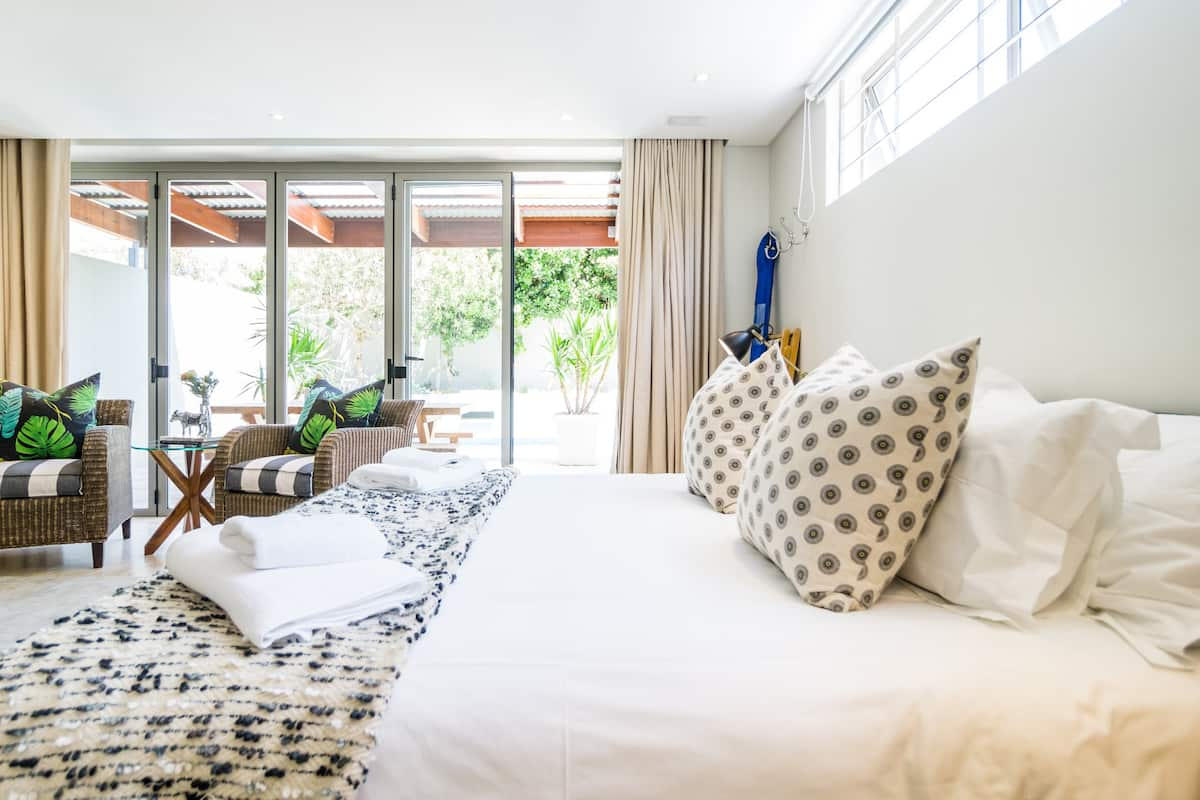 Tranquil Room Close to Camps Bay Beach