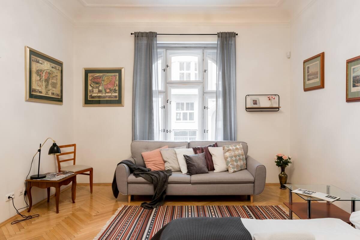 Wander the Herringbone Floors at a Central Riverside Abode
