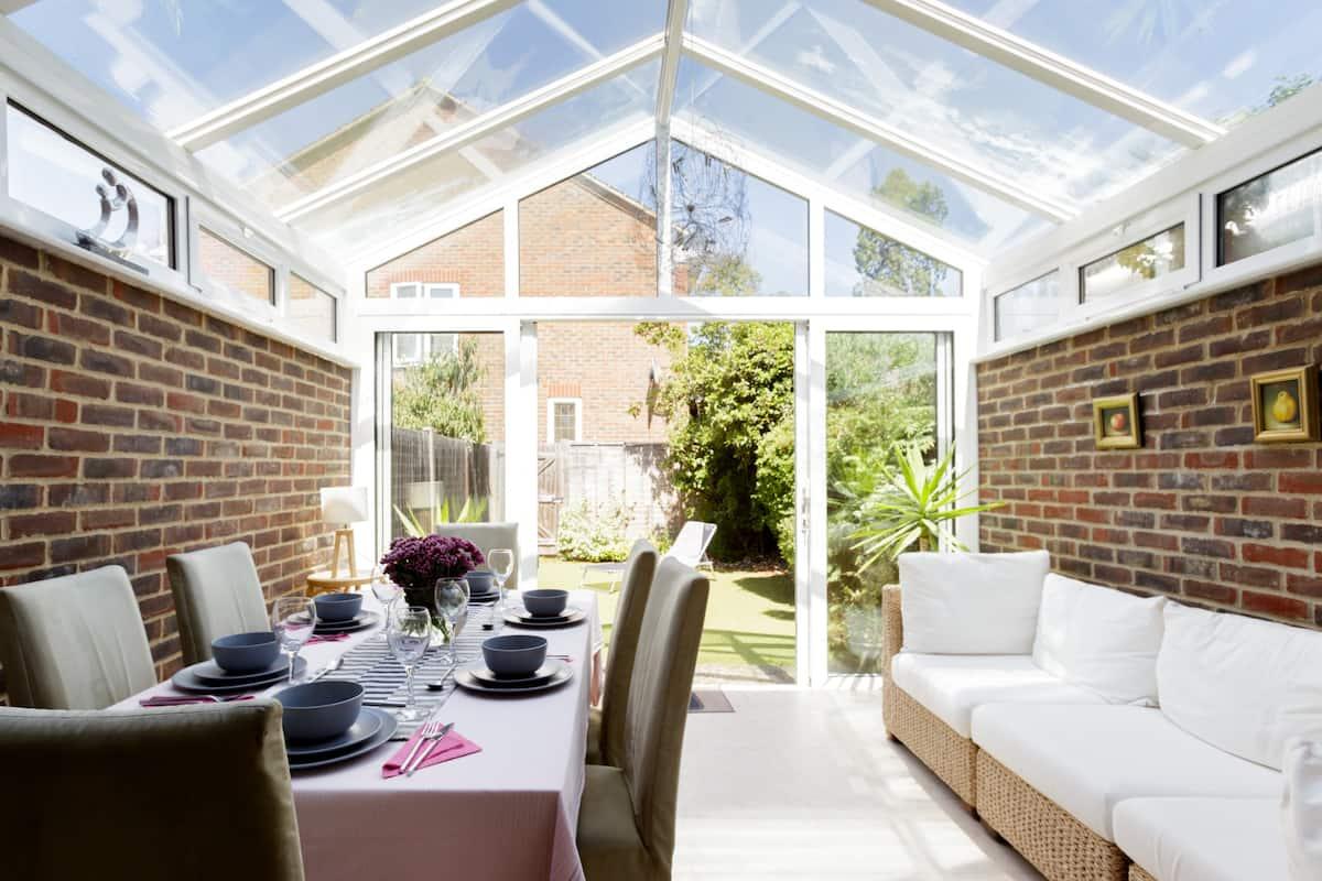 Bright, Quiet Home in Upmarket Area of Weybridge, Surrey