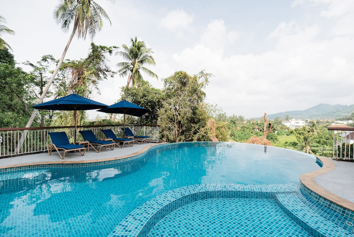 Family-Friendly Apartment with Infinity Pool and Jungle Views
