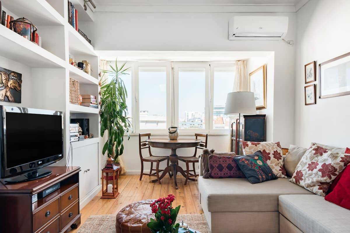 Comfy, Eclectic Apartment Near Trendy Shops and Cinemas