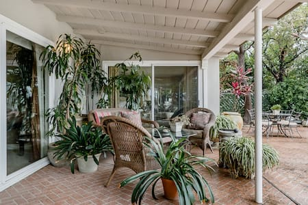Hillside View Home Private but Central in Sherman Oaks