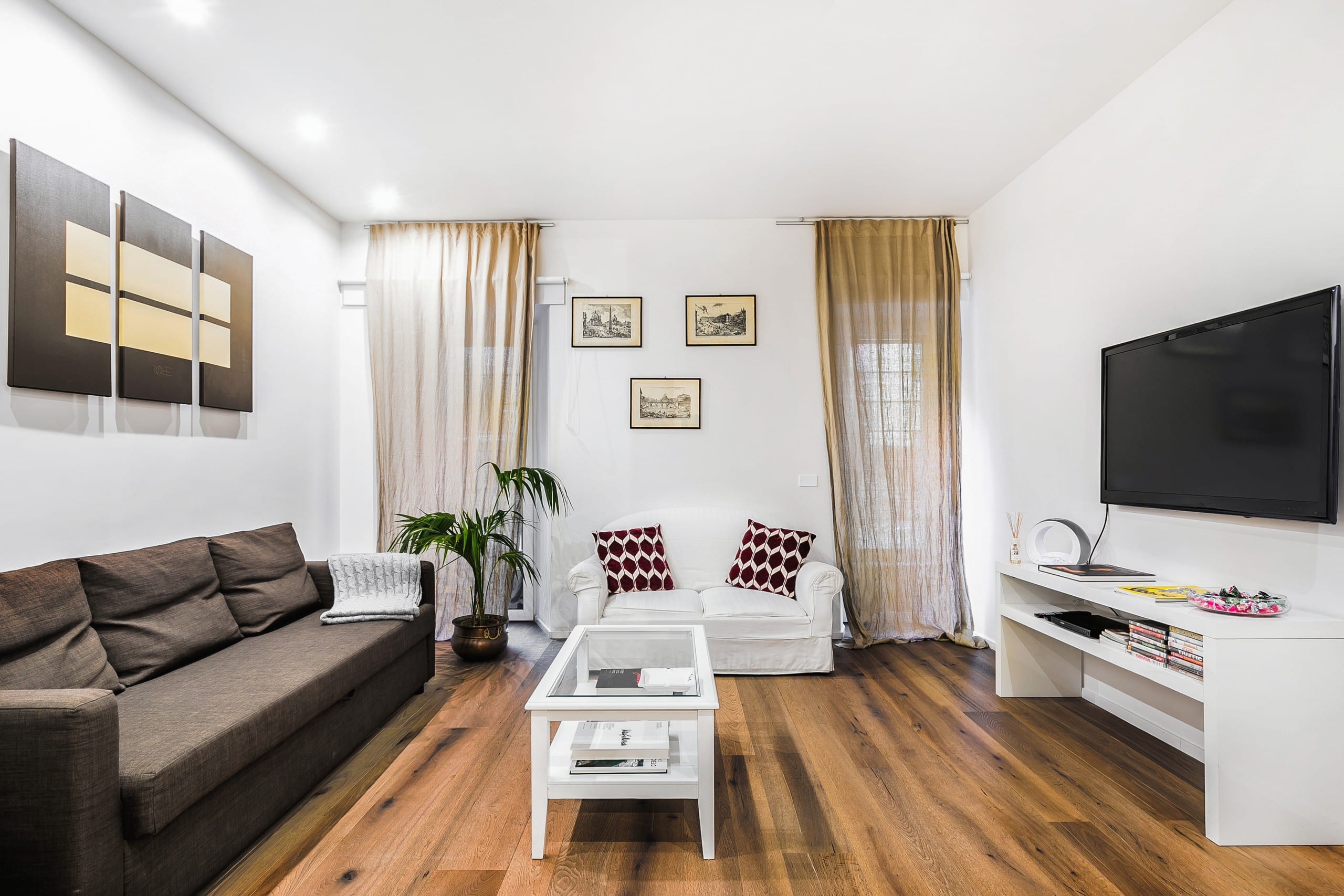Elegant and cozy apartment near the colosseum and the for Affitto uffici roma piramide