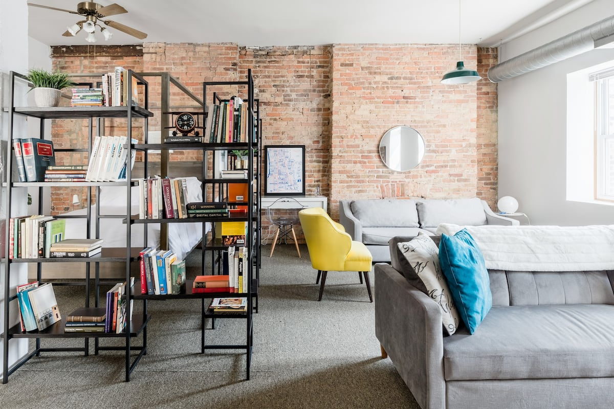 "Industrial Studio Loft Overlooking the Iconic ""L"" Tracks"