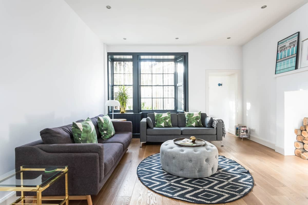 Soak up Modern Style and Grandeur at a Georgian Townhouse