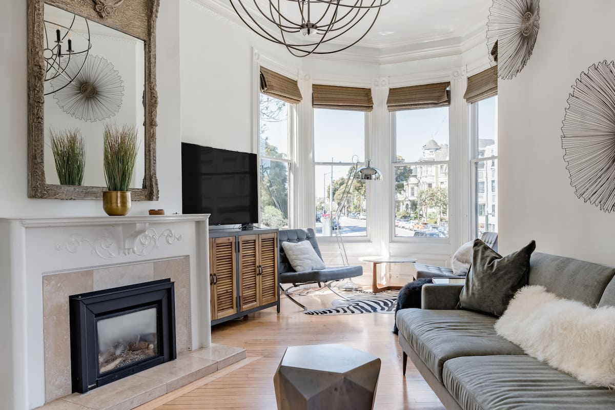 Modern Apartment in a Victorian Building near Haight-Ashbury