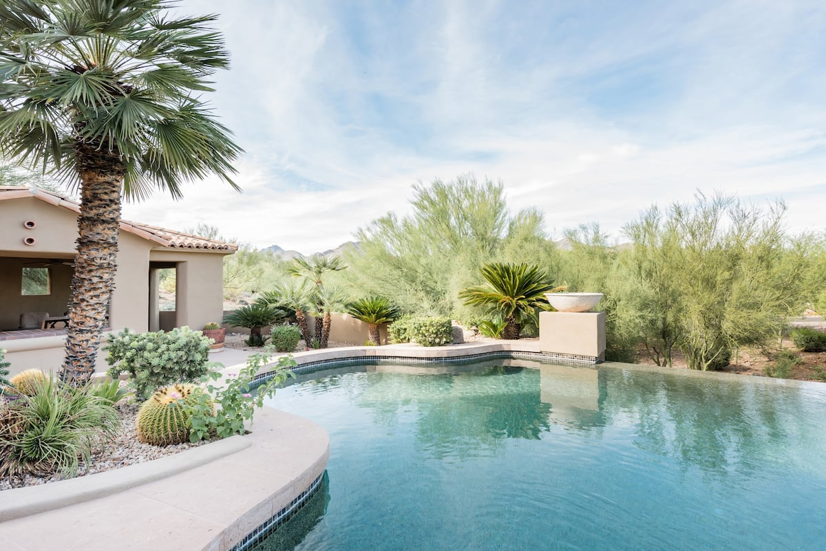 Secluded Desert Oasis with a Professional-Grade Kitchen