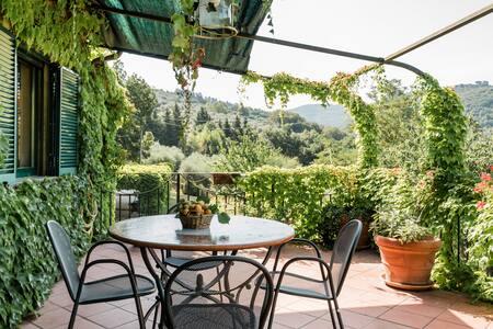 Minerva—Romantic Nest on Mezzanine of Restored Farmhouse