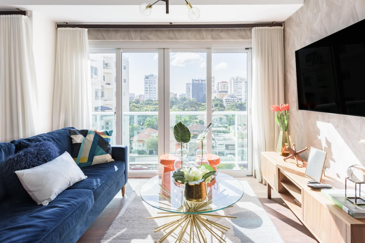 Sunny, Serene Modern Apartment near the Financial District