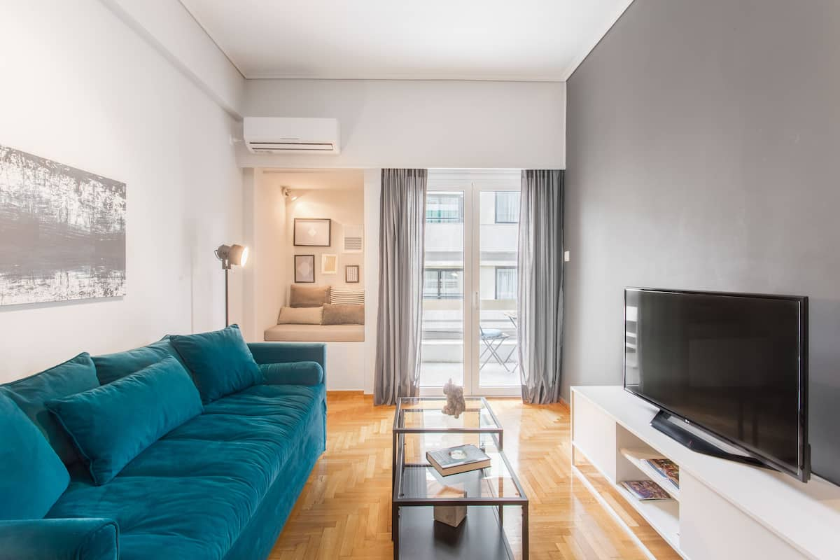 Stay in an Bright Flat near the Acropolis