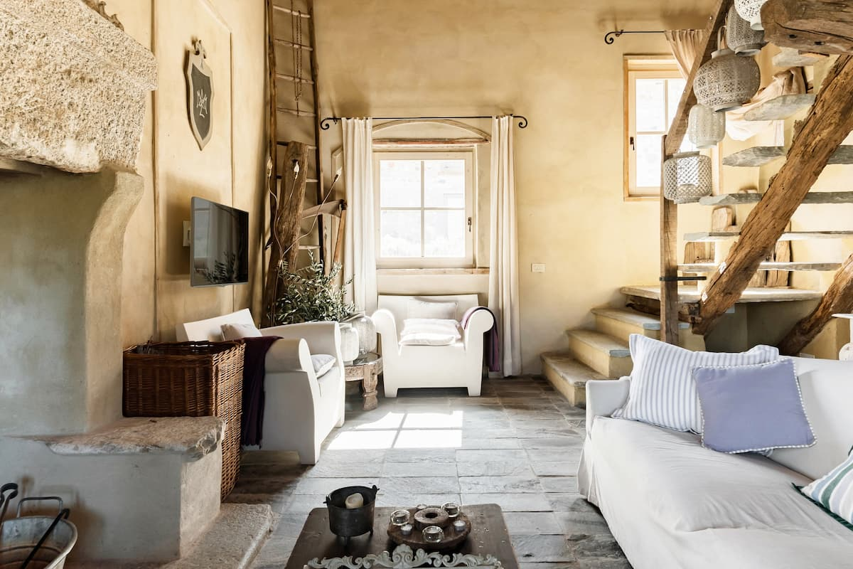 Tobacco Loft, Your Charming 16th Century Stone Villa in Tuscany