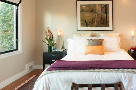 Room in Elegant, Private, Serene House with Beautiful Furnishings