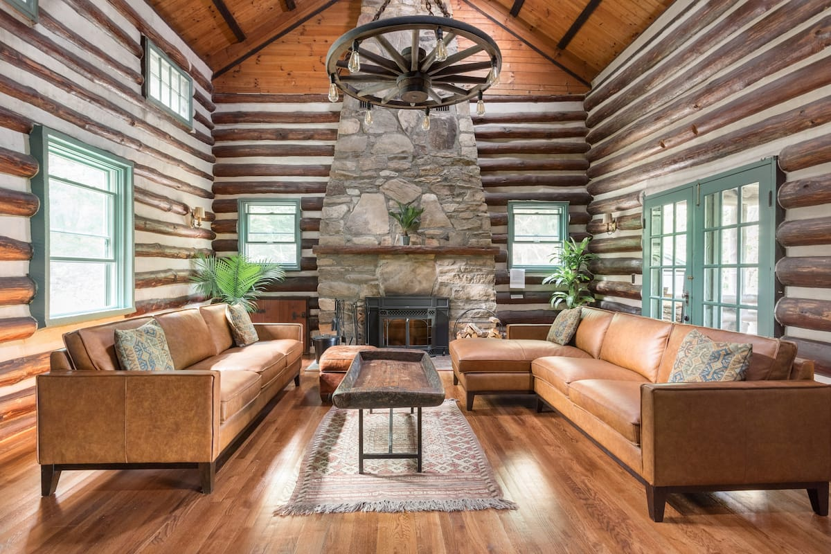 Country Guest Suite in Historic Log Cabin