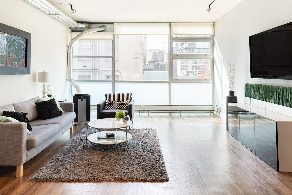 Airy Oasis Steps from Pike Place, Amazon, & South Lake Union