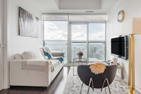 Get Up Close and Personal with the CN Tower at a Stylish Pad