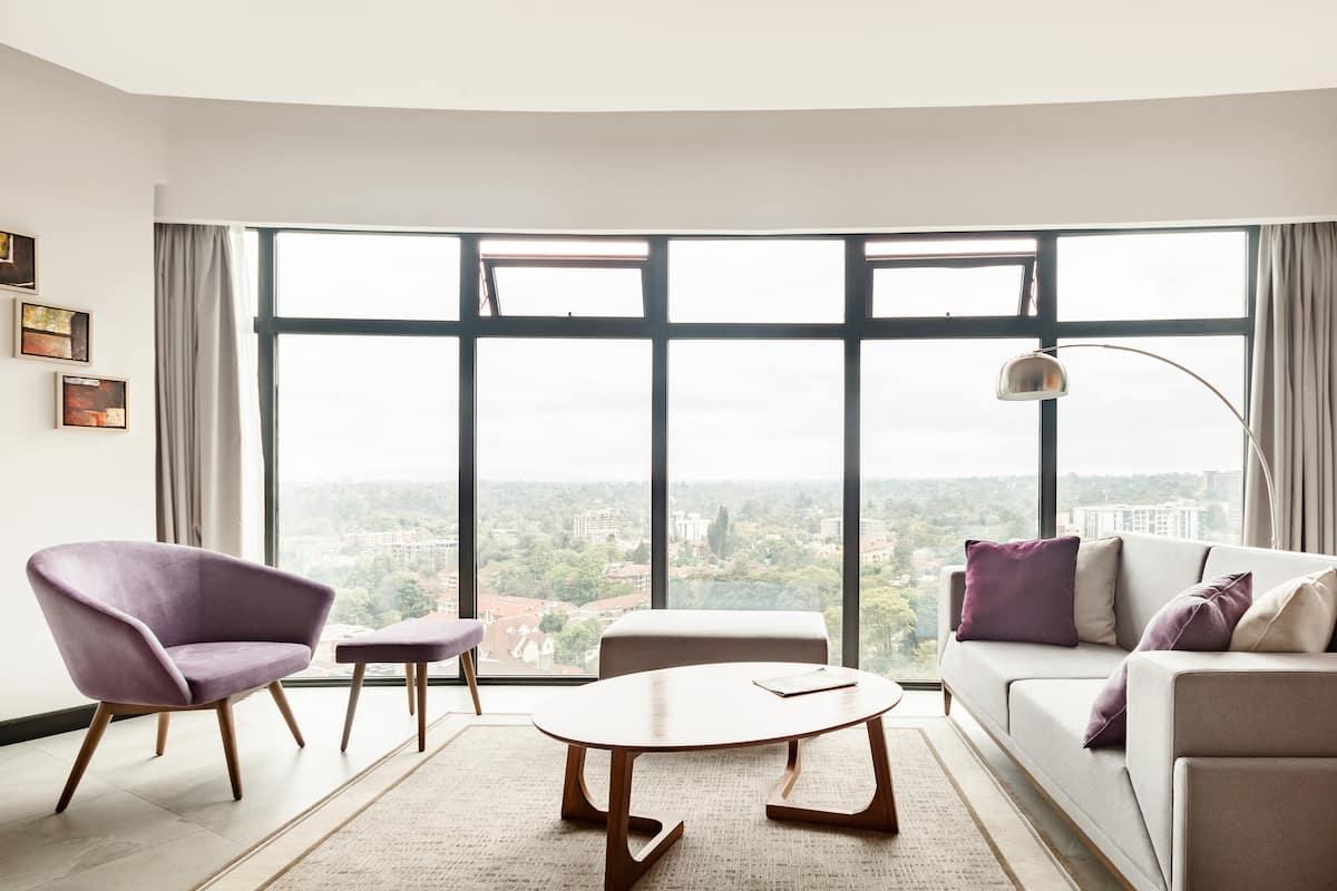 Sweeping City Views From a Modern Gem