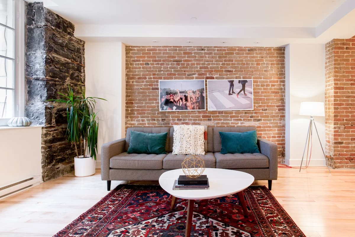 Indulge in a Cool and Romantic Apartment in Old Port