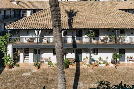 Vive la historia de este tradicional apartamento en el centro de Sevilla