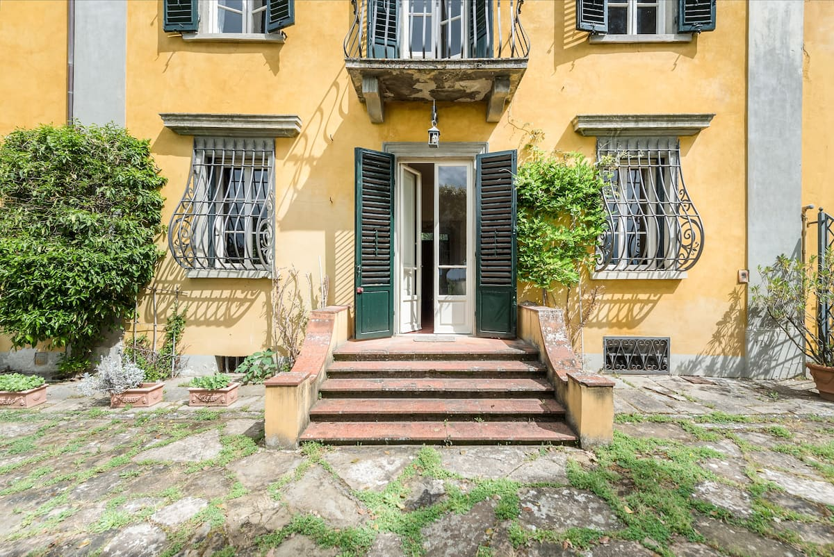 Villa Elena, haven of peace in a prestigious residential area close to Florence