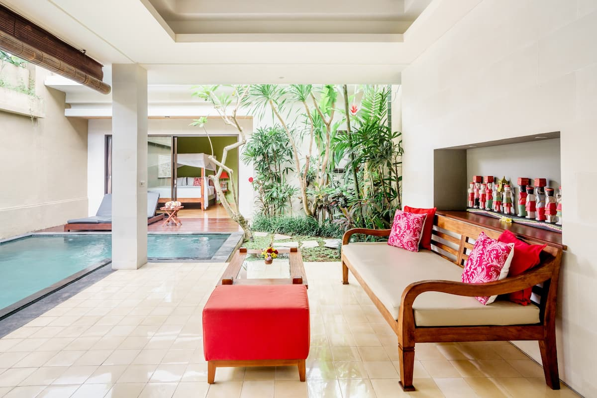 Cozy and Luxurious Honeymoon Suite with a Pool in Ubud