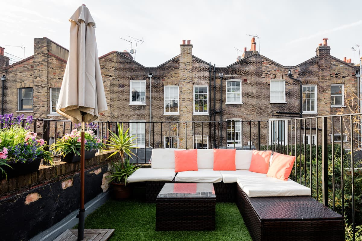 Bright Terraced Maisonette in a Victorian English Home