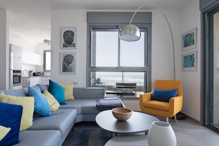 Romantic Chic Apartment with Amazing Sea Views near Tel-Aviv