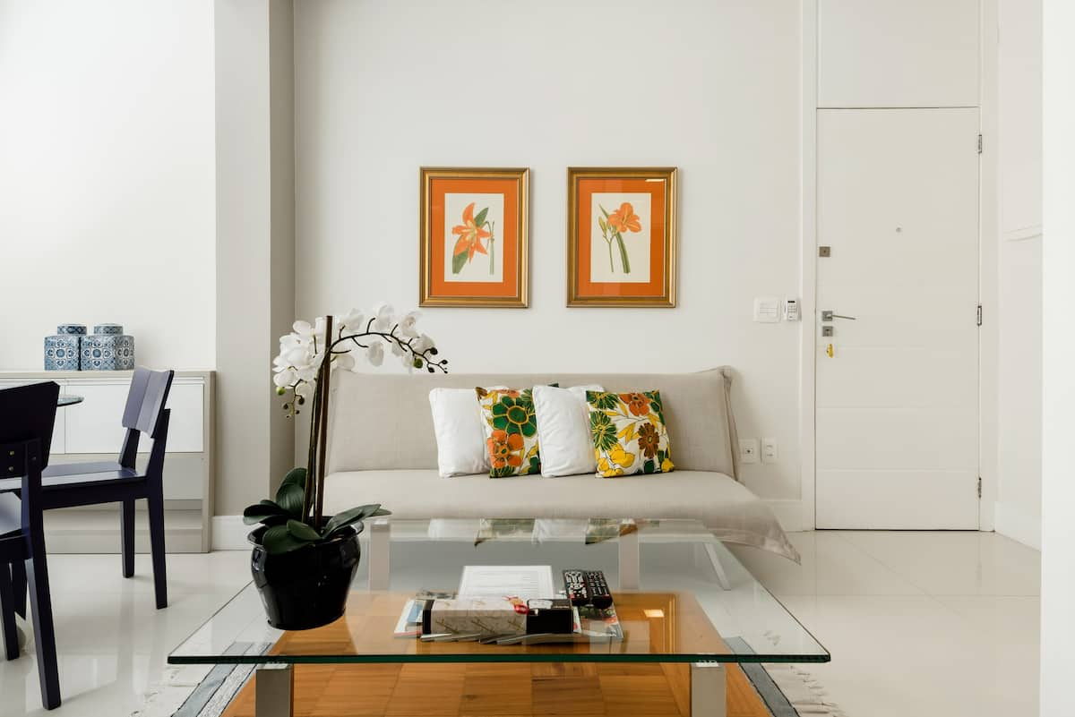 Unwind at an Airy, Contemporary Pad near Copacabana Beach