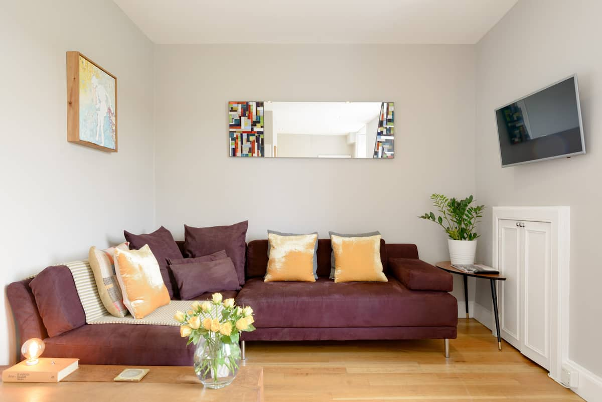 Explore the City from a Cozy Boutique Flat