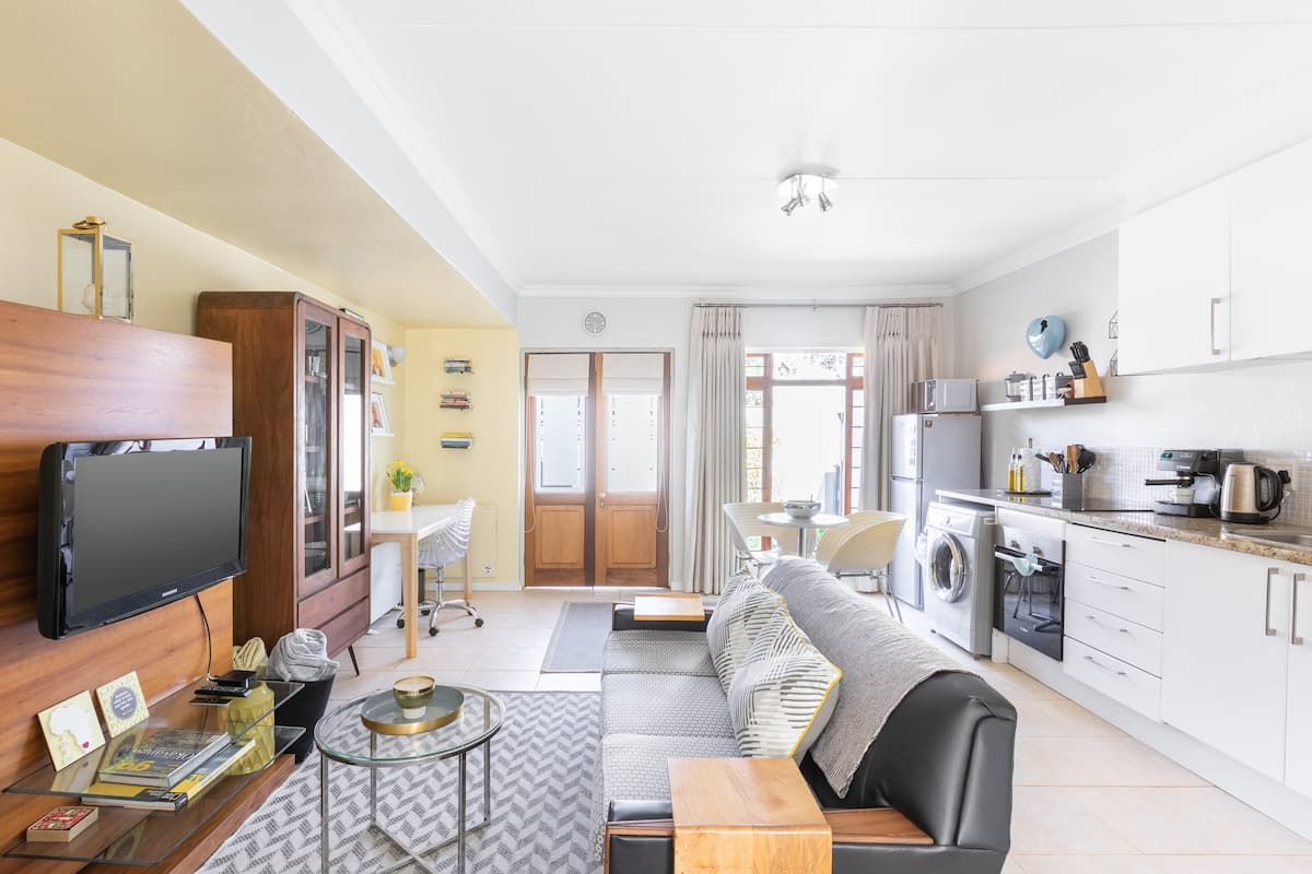 Eco-Friendly Cottage in Historic Greenside